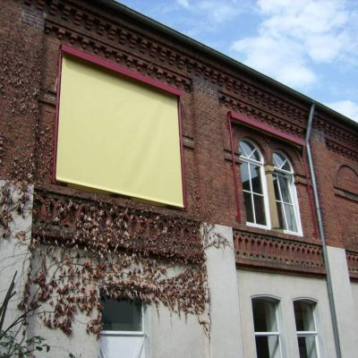 Fassaden-Senkrechtmarkise